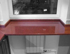 гранитные подоконники - Гранитный подоконник на кухне изображение