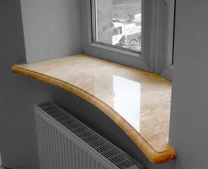 гранитные подоконники - Гранитный подоконник на кухне пример