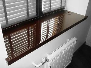гранитные подоконники - Гранитный подоконник на кухне фото